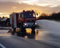 Einsatz des Frontmonitors des Tanklöschfahrzeuges