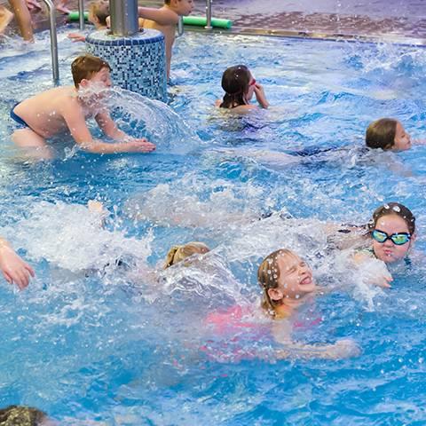 Schwimmhalle und Sauna